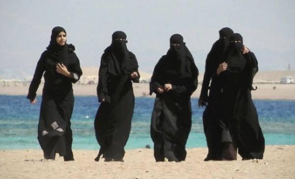 Il conto degli sbarchi dei migranti lo pagheranno le donne italiane